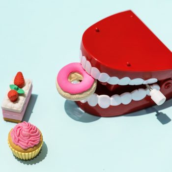 How to create a healthy flossing routine